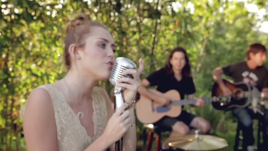 "Miley Cyrus and her take on ""Jolene"" in the Backyard ..."