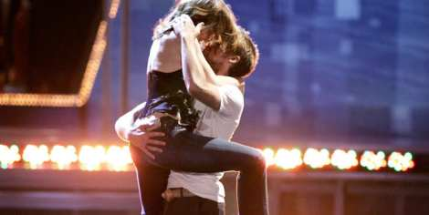 "Rachel McAdams and Ryan Gosling reenact their award-winning ""Best Kiss"" moment at the MTV Movie Awards, 2005."